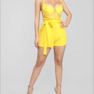 Fashionnova yellow romper 👌🏽